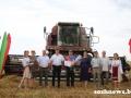 Комбайнер-тысячник Сергей Головач из КСУП «Тепличное» получил поздравления с трудовой победой