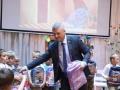 Алексей Неверов вручил портфели Мозырским первоклассникам