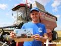 Первый молодежный экипаж из Гомельского района преодолел тысячный рубеж на жатве-2021